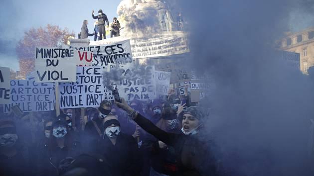 Demonstrace v Paříži na protest proti návrhu zákona o globální bezpečnosti, 28. listopadu 2020