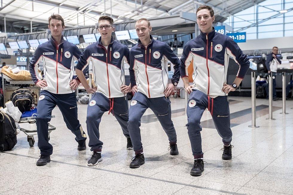 Část českých sportovců odletěla 1. února z Prahy zimní olympiádu v Jižní Koreji. Na snímku skokané.