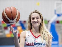 Basketbalová reprezentantka Kristýna Brabencová při fotografování pro Deník 13. listopadu v Praze.