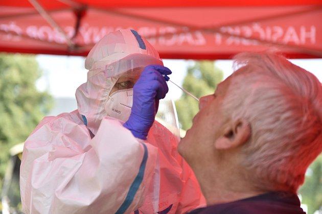 Odběr vzorků pro testy na koronavirus