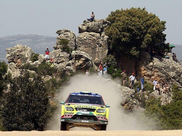 Jari-Matti Latvala s Fordem Focusna trati 1. etapy Italské rallye na Sardinii.