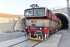 Novým tunelem u Plzně projel 16. listopadu 2018 v 08:20 první zvláštní vlak s cestujícími.