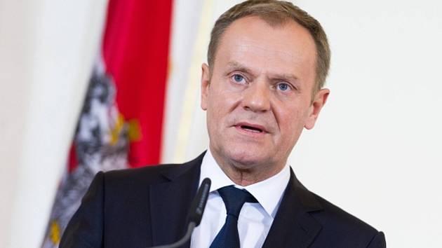 Obnovení účinných hraničních kontrol není snadné rozhodnutí, ale jiná možnost není, řekl předseda Evropské rady Donald Tusk.