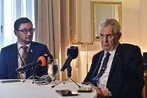 Prezident Miloš Zeman (vpravo) a jeho mluvčí Jiří Ovčáček.