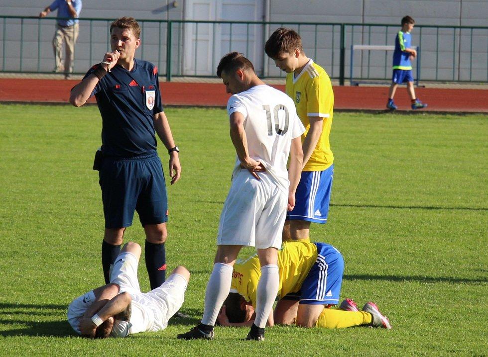 Zranění ve fotbale někdy sakra bolí