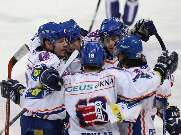 Hokejisté Kladna zvítězili na ledě Plzně 3:2 a postoupili do čtvrtfinále play off.