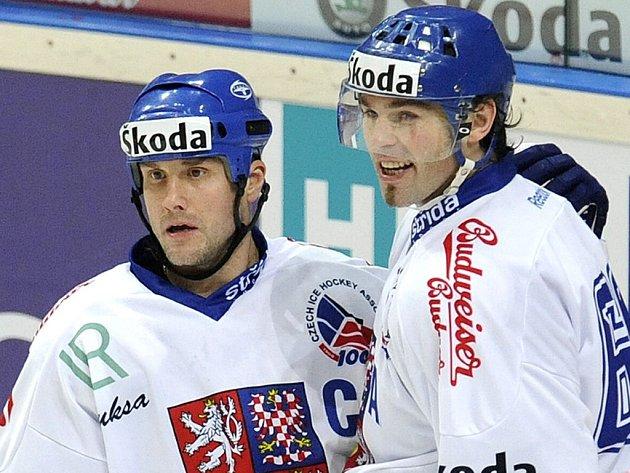 Jaromír Jágr se svým hokejovým dvojčetem Martinem Strakou.