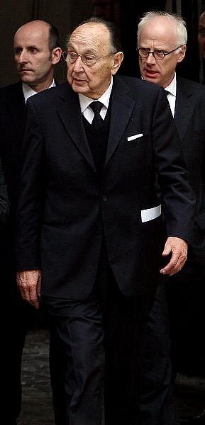 Naposled se zesnulým Jiřím Dienstbierem se mohli lidé rozloučit 14. ledna v budově Senátu v Praze. Na snímku uprostřed Hans Dietrich Genscher.