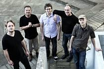 Skupina Neřež bude hrát 15. 3. v Mostě. Koncert je součástí turné. Zdeněk Vřešťál je druhý zleva.