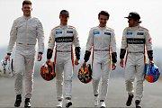 Testovací jezdec McLarenu pro sezonu 2018 Ruby van Buren po boku závodních pilotů Fernanda Alonsa, Stoffela Vandoorna a rezervního jezdce Landa Norrise