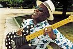 POŘÁD PŘI SÍLE. Buddy Guy je posledním z bluesových mohykánů, kteří tento žánr drží při životě i ve třetím tisíciletí.