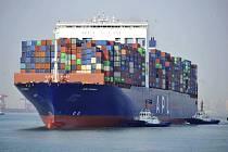 Nákladní loď s kontejnery. Ilustrační foto