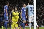 Brankář Chelsea Petr Čech (ve žlutém) vychytal proti Manchesteru City nulu.