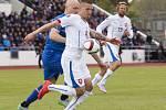 Pavel Kadeřábek (uprostřed) proti Islandu.