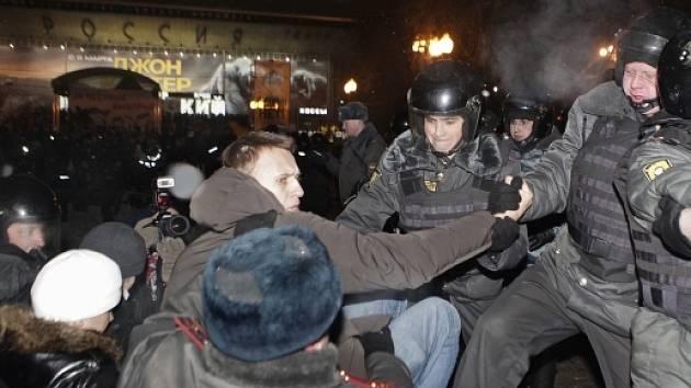 Jeden z vůdců protestů Alexej Navalnyj byl v Moskvě zadržen policií