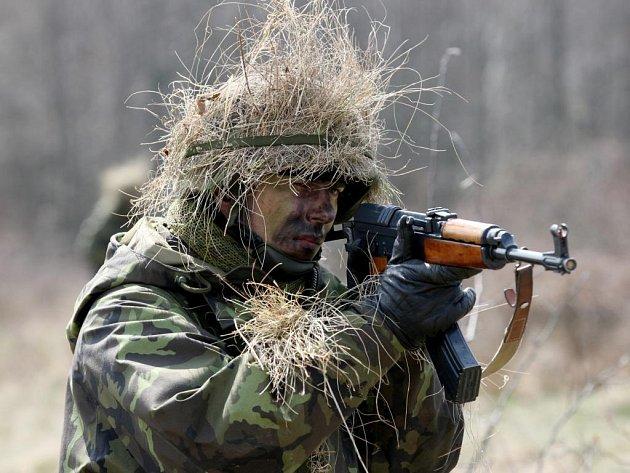 Přes 1300 vojáků absolvuje ve vojenském výcvikovém prostoru Hradiště na Podbořansku speciální velitelsko-štábní cvičení.