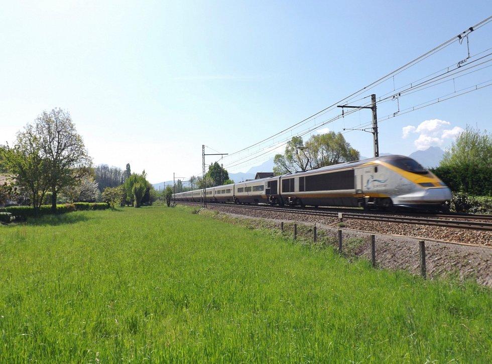 Vlak společnosti Eurostar směřující z Londýna do Savojska