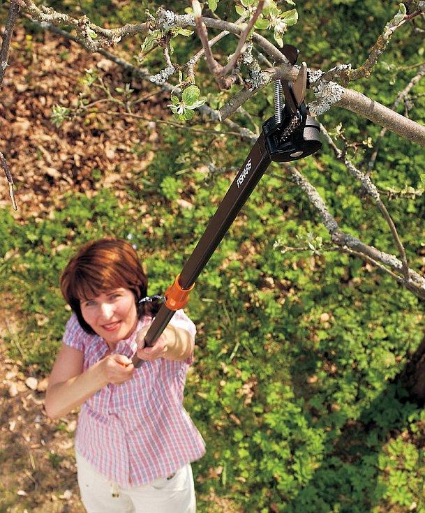 Teleskopické nůžky na větve a živý plot