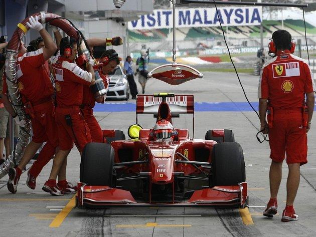 Vozy stáje Ferrari vládly druhému tréninku Velké ceny Malajsie.