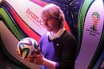 Pavel Nedvěd představil v Praze oficiální míč pro fotbalové MS 2014 Brazuca.