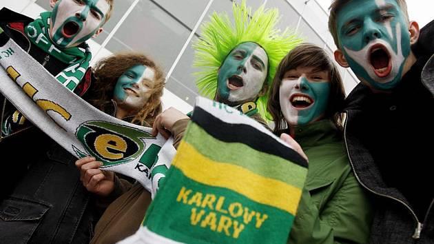 Svůj tým přijeli podpořit fanoušci z Karlových Varů.