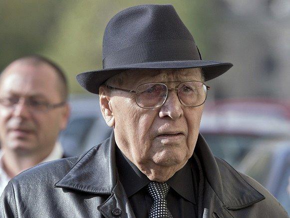 Bývalý velitel jedné z obávaných komunistických věznic v Rumunsku Ion Ficior odsouzený k 20 letům vězení za smrt 103 politických vězňů nedorazil k prvnímu přelíčení ve svém odvolacím řízení.
