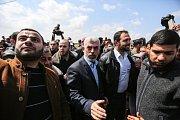 Na místo dorazil šéf radikálního hnutí Hamás Jahjá Sinvár
