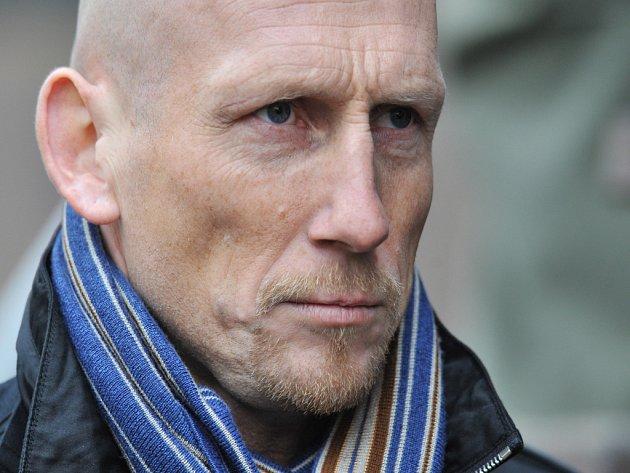 Někdejší věhlasný obránce Jaap Stam se přijel podívat na nové české talenty. Navštívil i zápas Žižkova s Jabloncem.