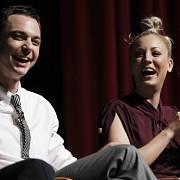 Herci ze seriálu Teorie velkého třesku - Jim Parsons a Kaley Cuocová