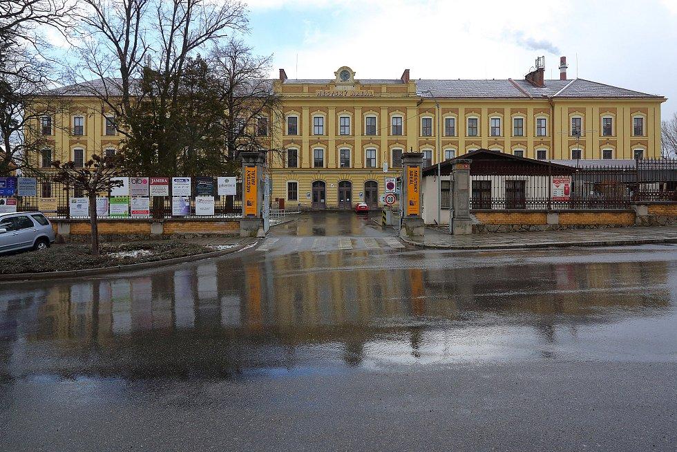Výroba v Písku se nachází v Městském areálu v Sedláčkově ulici, v objektu bývalé tabákové továrny.