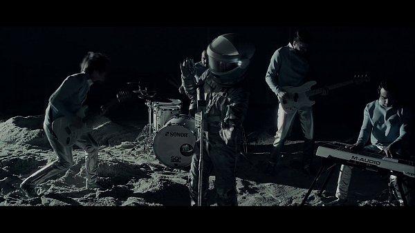Na nejvýpravnější klip kapely se spotřebovalo 9tun písku.