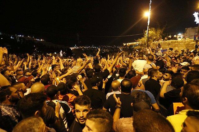Poslední bezpečnostní opatření dnes Izaelci odvezli za masivního skandování davu