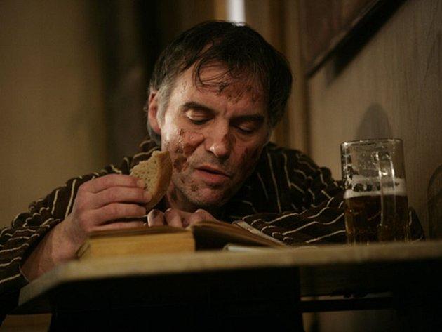 Ivan Trojan je bezpochyby nejoceňovanějším českým hercem. V sobotu bodoval na Českých lvech, v neděli má čáku na Radoka za hru Dejvického divadla Ucpanej systém.