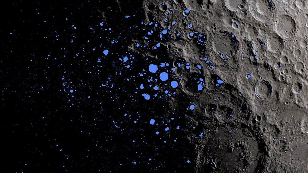 Tyto trvale zastíněné oblasti (zvýrazněné modrou barvou) pokrývají asi tři procenta jižního pólu měsíce