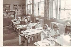 Jitka Vlachová z Horního Štěpánova (druhá řada, vlevo)