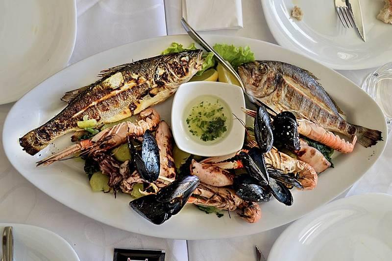 Ryby, mořské plody, olivový olej azelenina jsou základem středomořské kuchyně.