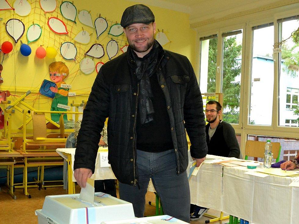 Hokejista Jiří Šlégr u voleb.