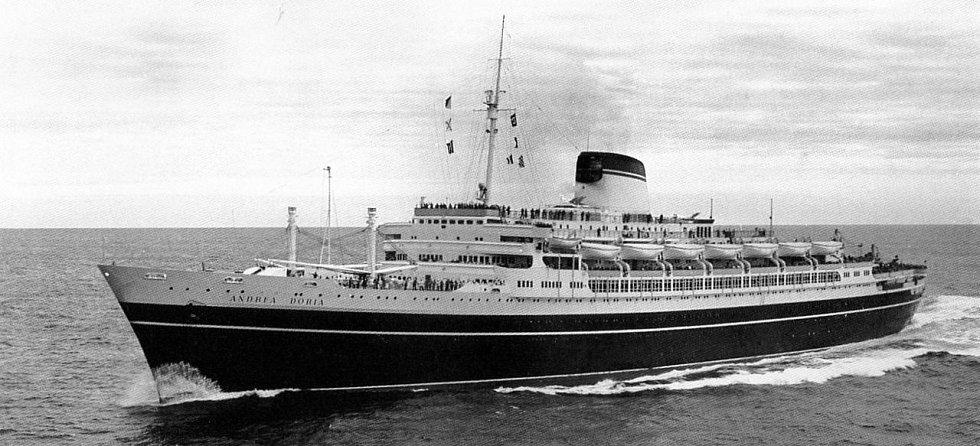 Pýcha italského loďstva, parník Andrea Doria, jedna z nejluxusnějších zaoceánských lodí své doby. Cestující z Evropy do Ameriky převážel tři roky bez jediného problému, v roce 1956 se po kolizi s jinou lodí potopil.