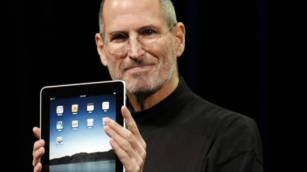 Steve Jobs zemřel 5. října 2011 na komplikace způsobené rakovinou slinivky, jíž trpěl řadu let.
