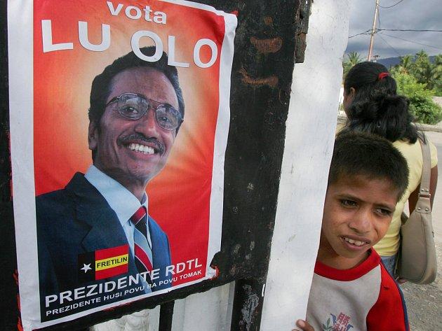 Na Východním Timoru začaly prezidentské volby. Na snímku plakát jednoho z kandidátů Francisco Guterres, známý pod přezdívkou Lu Olo.