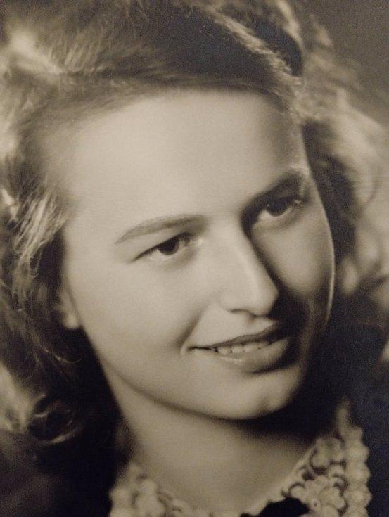 Věra Kristová - foto z maturitního tabla.