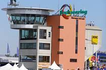 Moderní hlavní věž na německém okruhu Sachsenring.