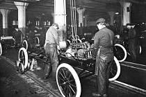 Montážní linka Fordu v roce 1913.