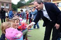 Ministr školství Marcel Chládek zahájil 1. září nový školní rok na Sportovní soukromé základní škole v Litvínově.