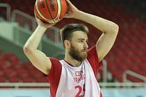 Basketbalista David Jelínek.