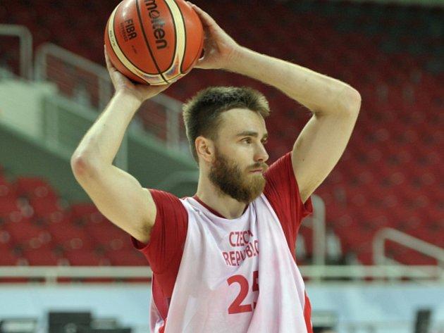 Basketbalista David Jelínek.