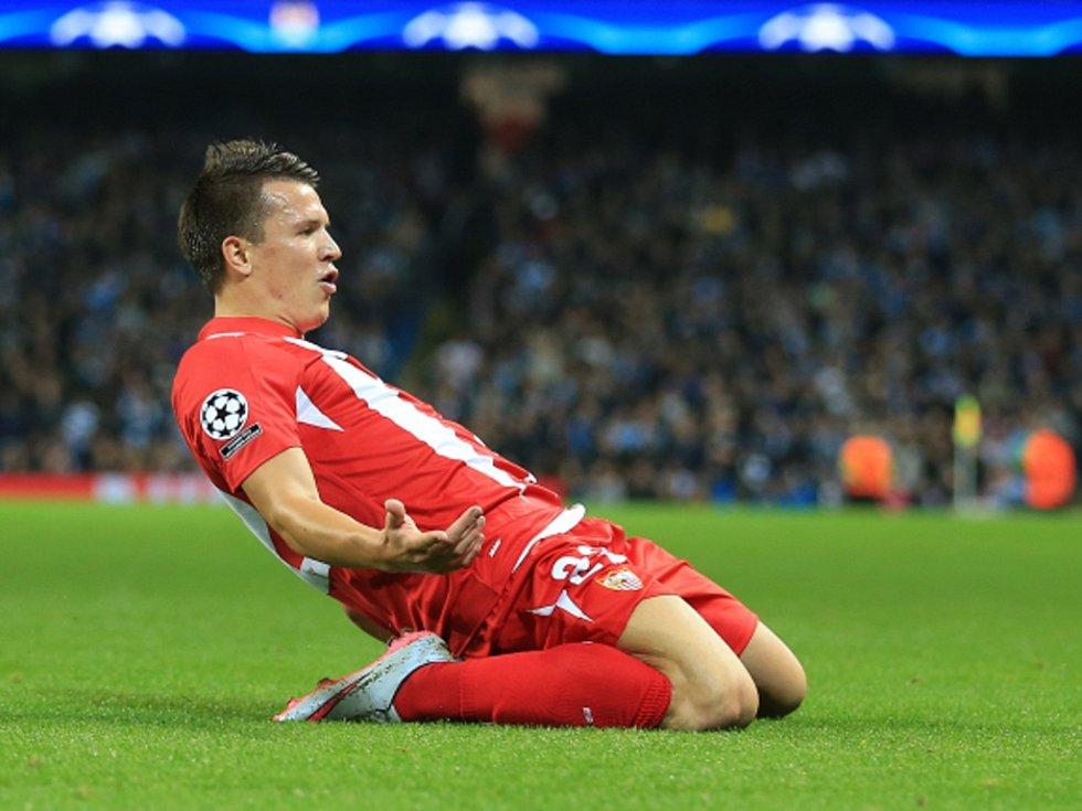 Jevhen Konopljanka ze Sevilly se raduje z gólu proti Manchesteru City.