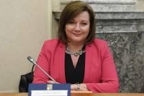 Ministryně financí Alena Schillerová (za ANO) na schůzi vlády 9. března 2020 v Praze