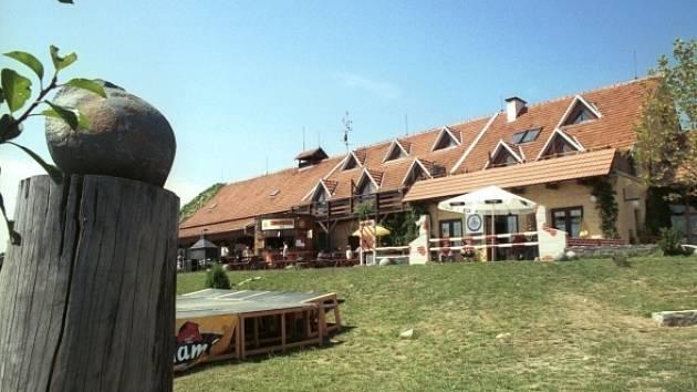 Hotelové a restaurační zařízení na farmě Bolka Polívky v Olšanech.