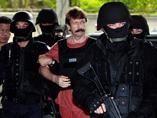 Do Ruska by se prý mohl vrátit i ruský obchodník se zbraněmi Viktor But, který nyní po vydání z Thajska čeká v newyorské cele na proces za údajný prodej zbraní teroristům zabíjejícím Američany.